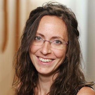 Tereza Dean headshot